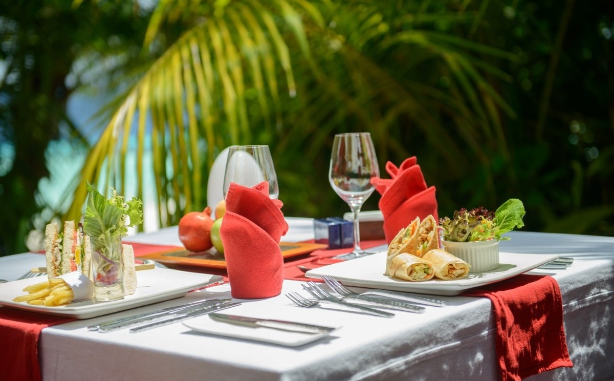 Island-Table-Coco-Bodu-Hithi-Experiences.jpg